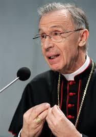 Schönborn en desacuerdo con la declaración de la CDF sobre mujeres sacerdotes