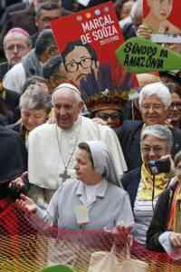 Francisco intenta asegurar sus reformas, prolongado el proceso sinodal en espacio y tiempo